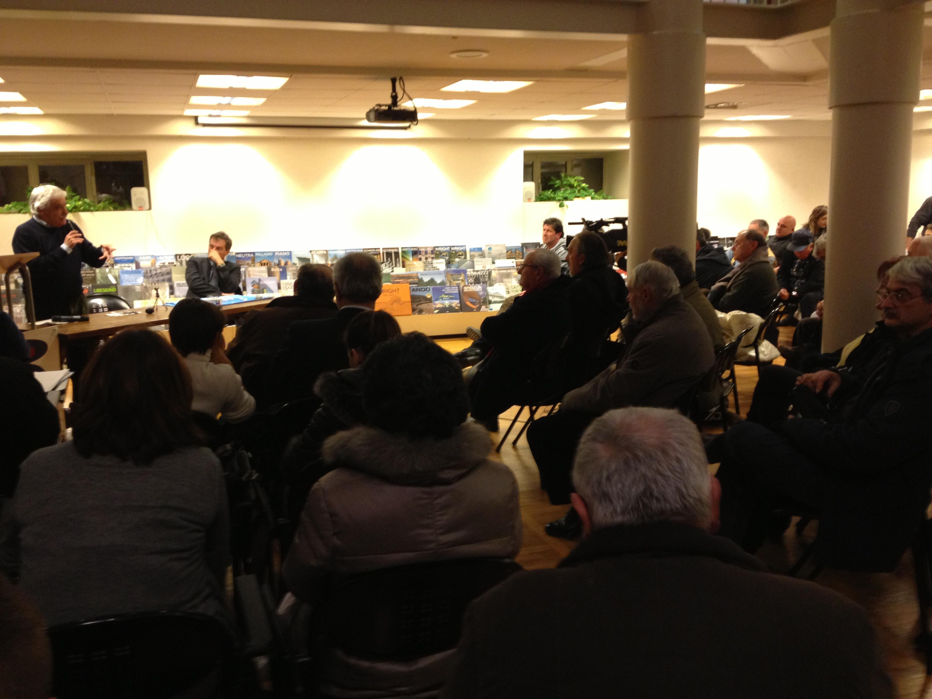 Il pubblico presente all'incontro organizzato da Map e cittadini della Val Vibrata