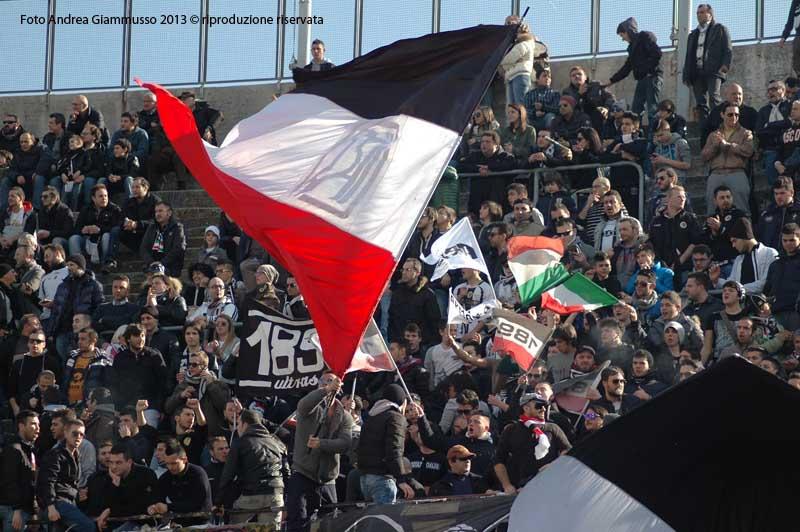 I tifosi della Curva 'Rozzi'(giammusso)