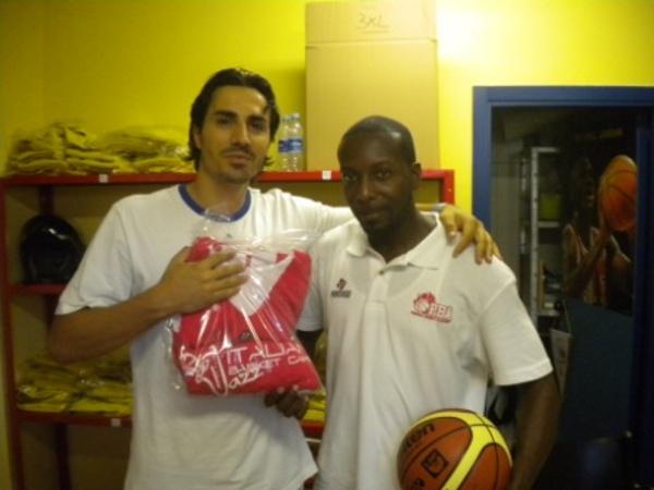 Coach Aniello (sinistra) assieme a Coach Jivens (destra)