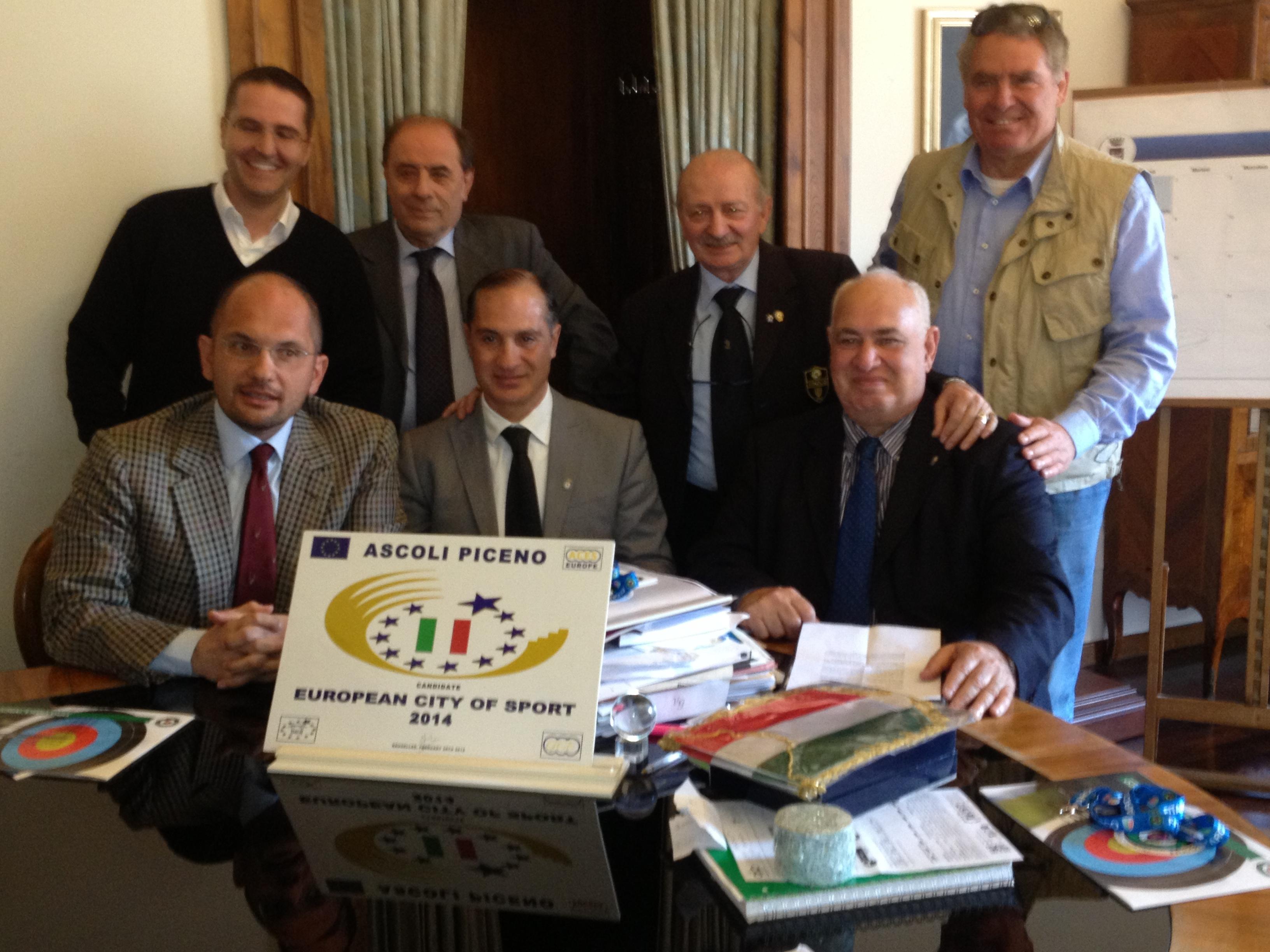 il sindaco castelli, gli assessori brugni ed olivieri con i rappresentanti della manifestazione