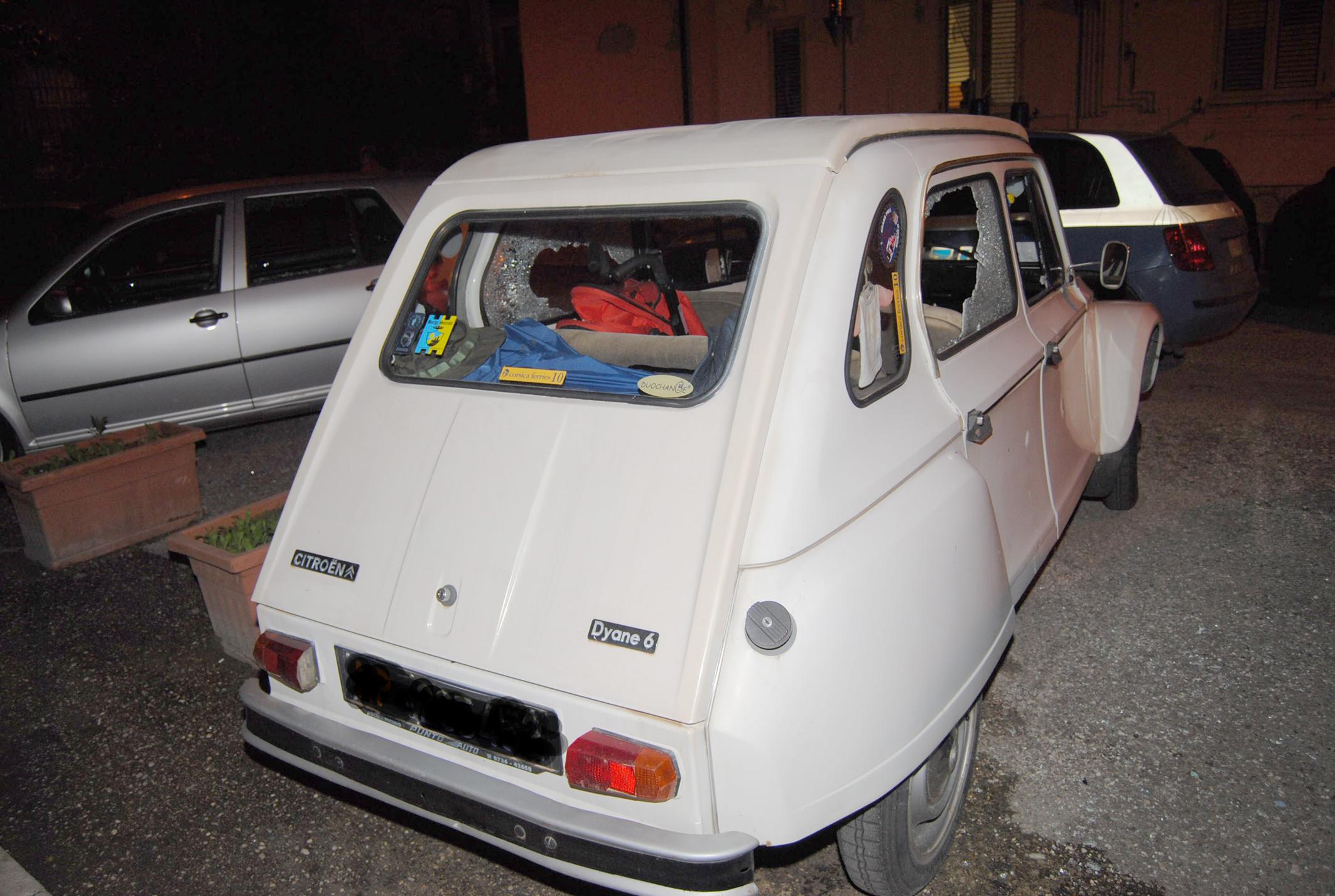 Auto dei familiari danneggiata 2