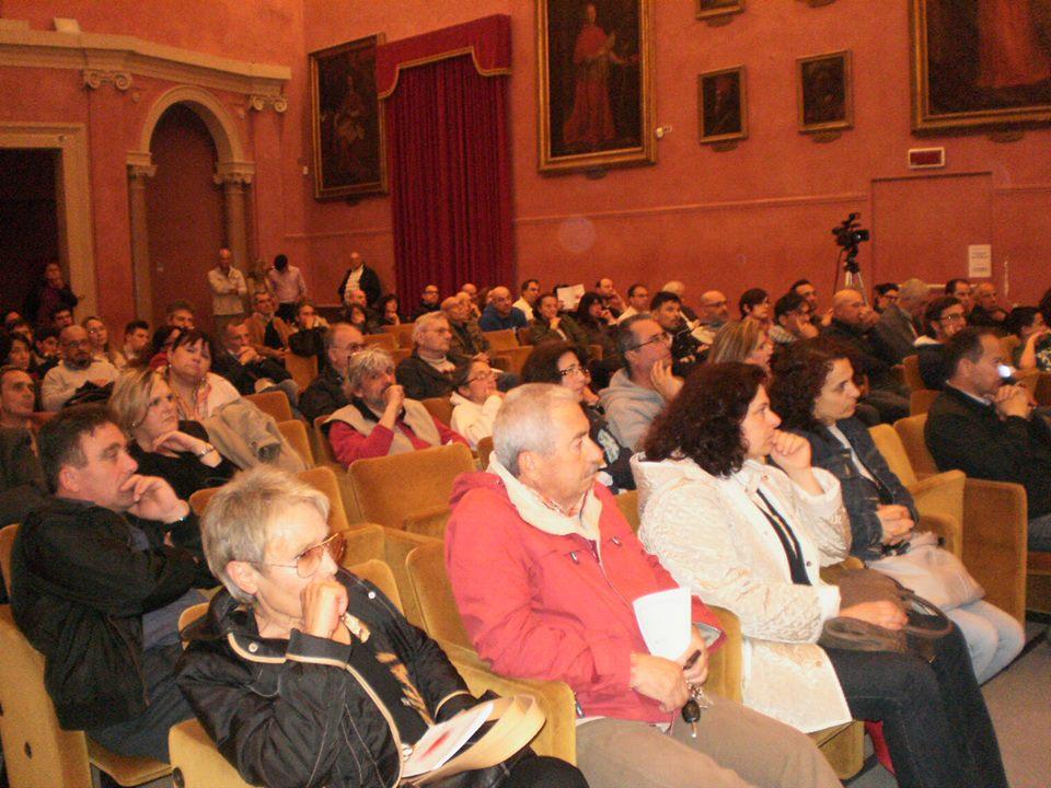 Sala dei Ritratti stipata per l'incontro sulla Modern Money Theory Me-Mmt a Fermo, il 24 maggio