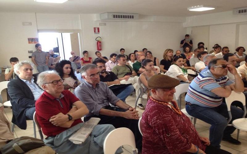 Un momento dell'assemblea aperta. Tra i presenti: Davide Aliberti, Antonio Canzian e Luciano Agostin (foto di Francesco Petrelli).