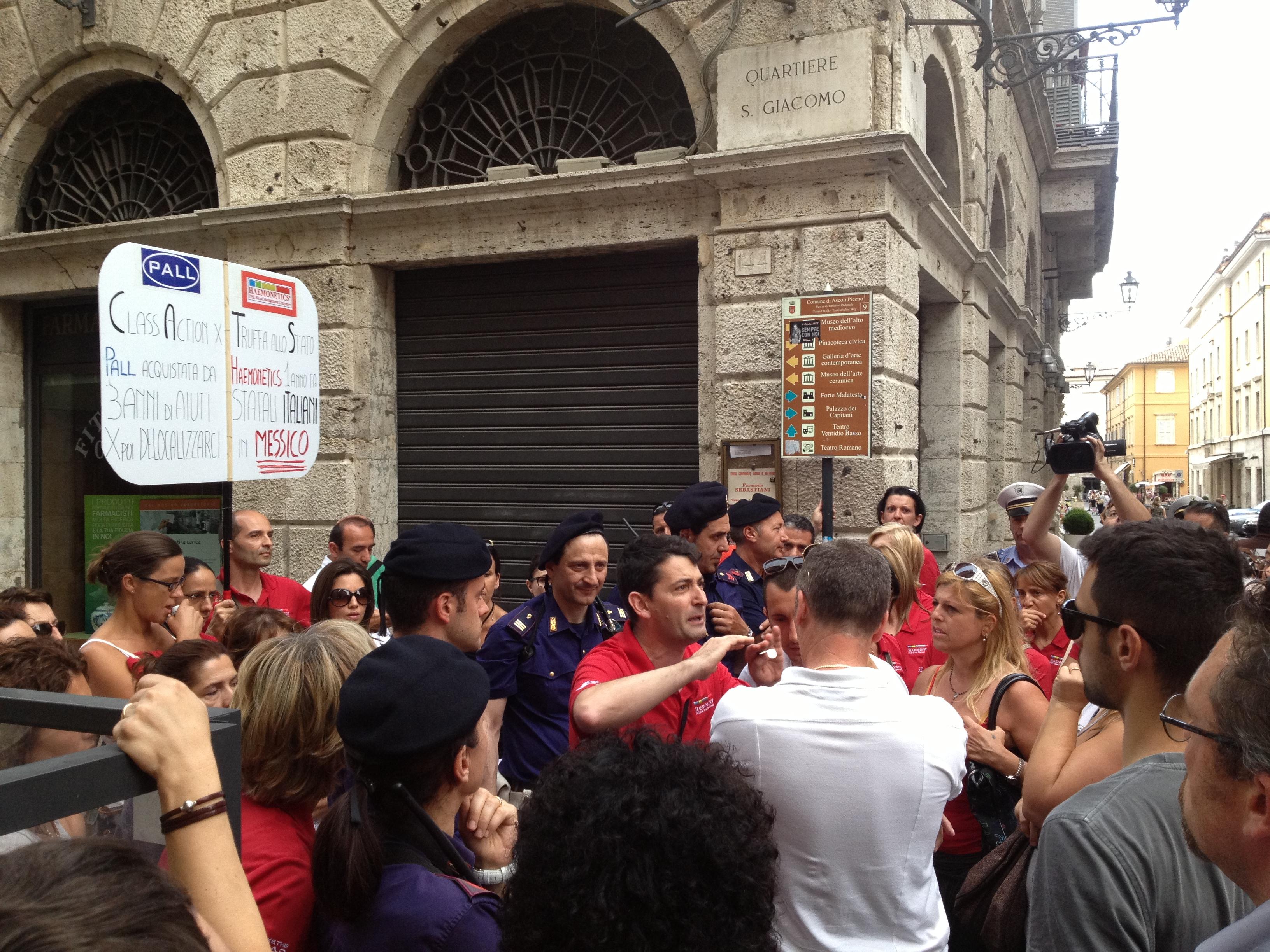La protesta dei lavoratori della Haemonetics