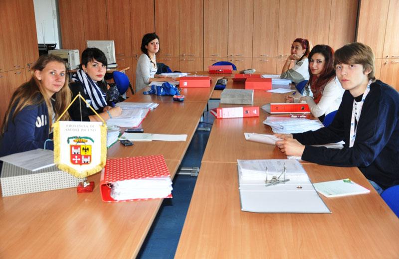 I sei studenti al lavoro