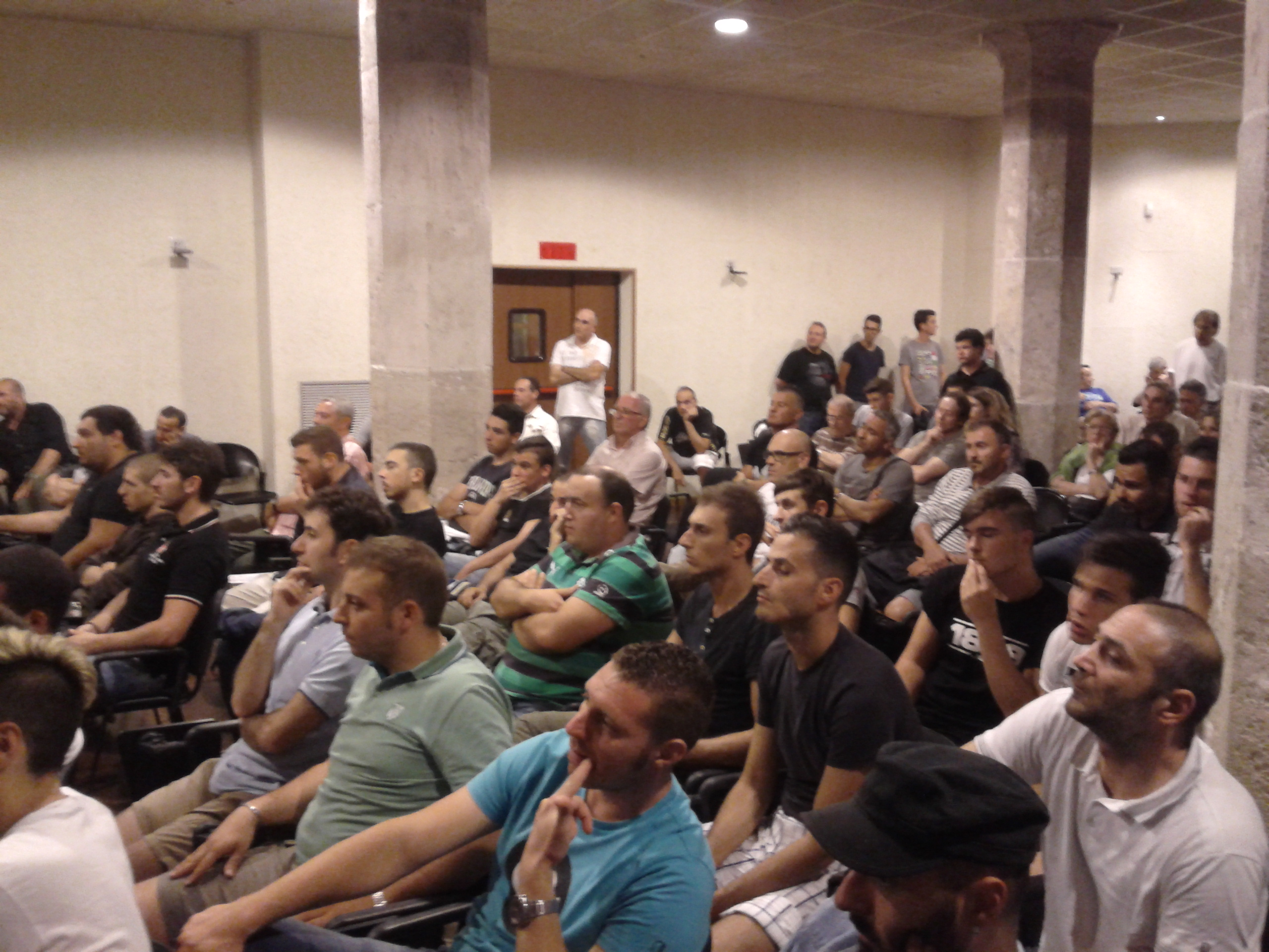 I tifosi presenti alla riunione