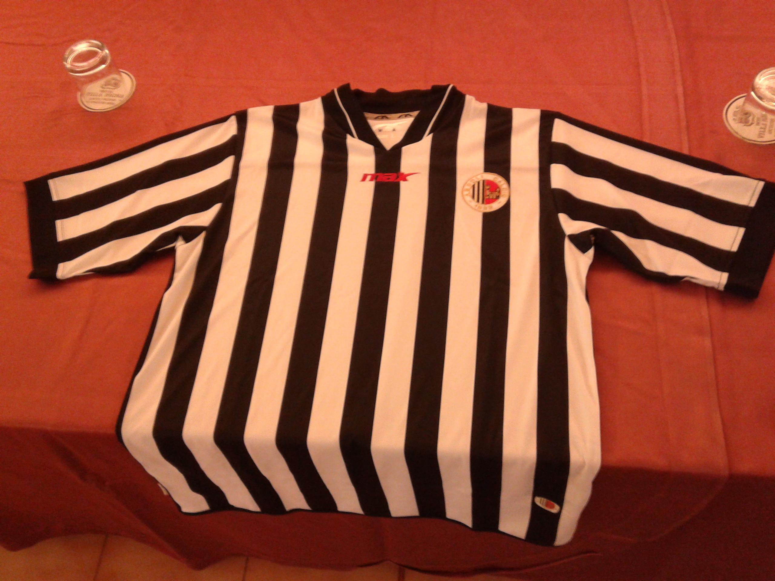 Il fronte della nuova prima maglia ufficiale