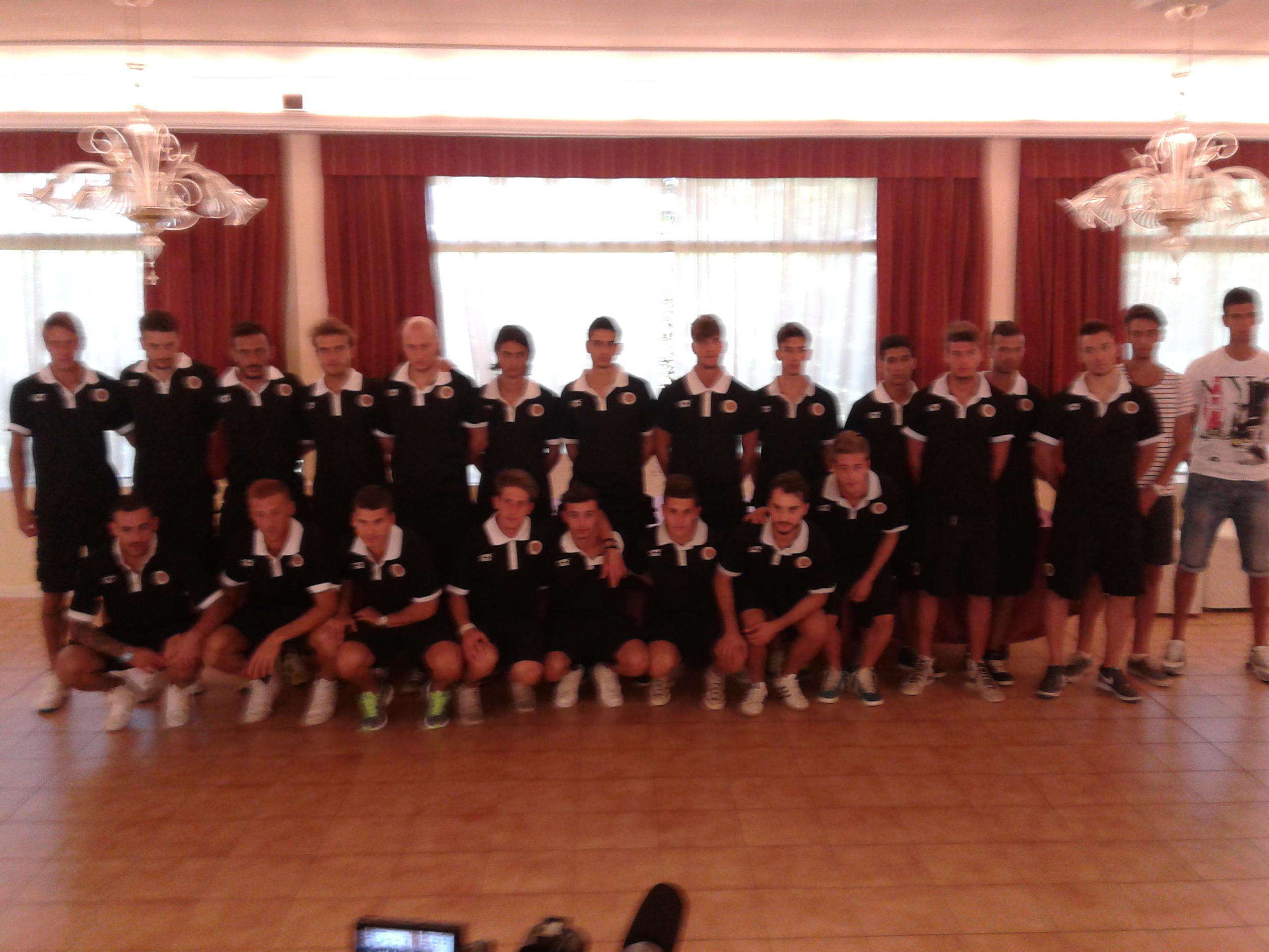 Prima foto di gruppo della squadra