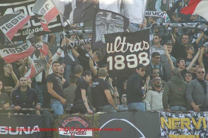 Ascoli-Lecce sostegno in curva