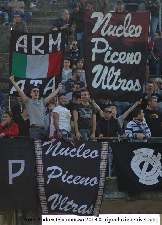 Ascoli-Lecce tifo in curva