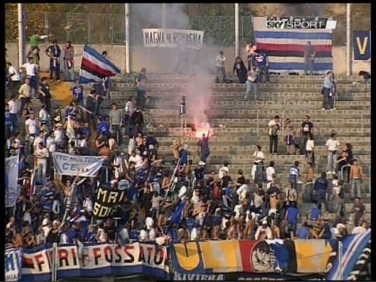 Tifosi della Sampdoria al Del Duca nel 2005, con il razzo che ha colpito Ambra Piergiovanni