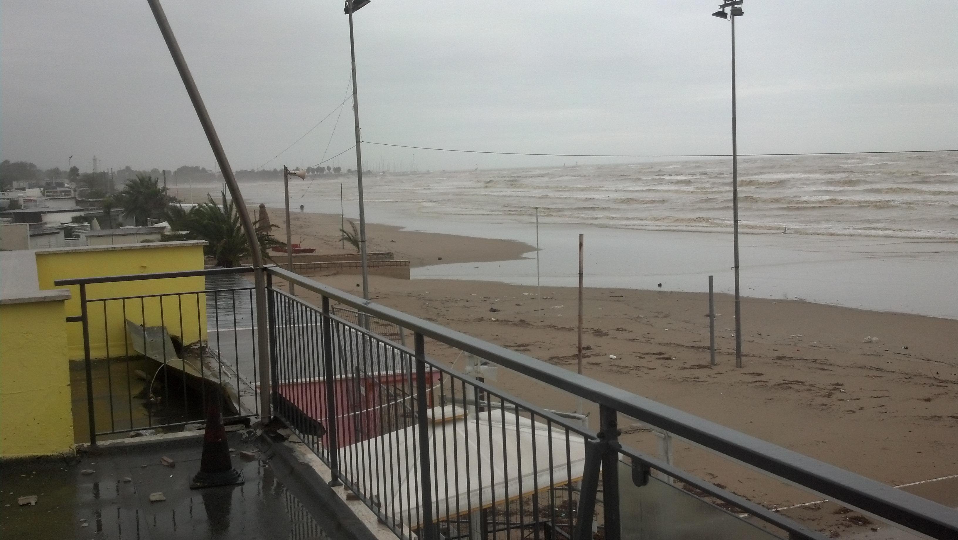 Ciclone Venere, la furia del mare sulla costa di San Benedetto