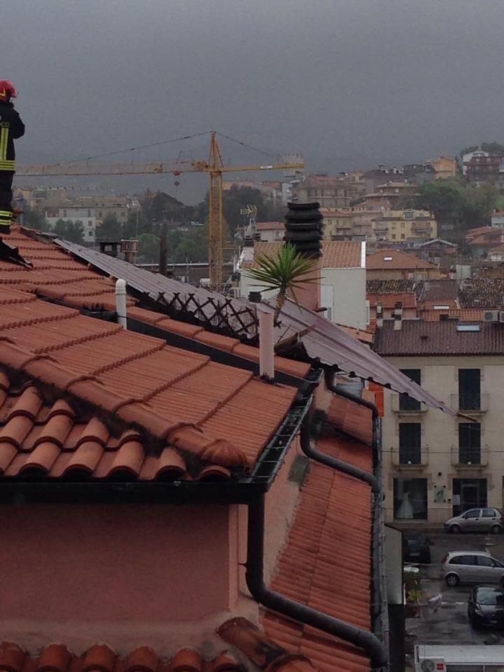 Tetto pericolante in via Calatafimi (foto chiara gilormello)