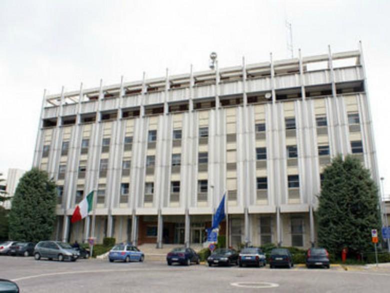 Ufficio Passaporti A Milano : Chiusura ufficio armi licenze e passaporti il 14 maggio piceno oggi