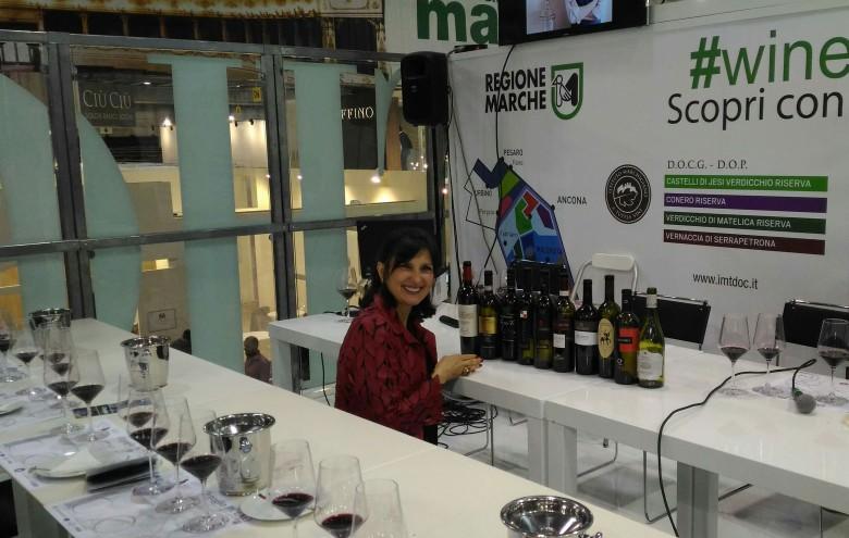 Francine Segan e i vini piceni (foto di Chiara Poli)
