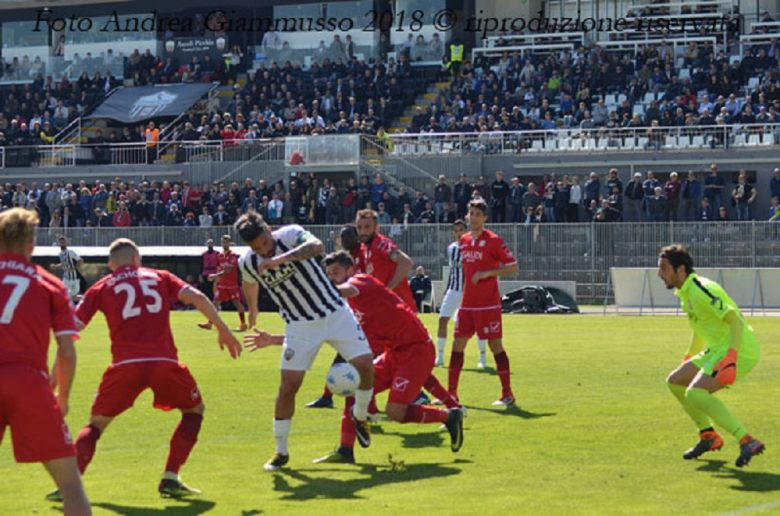 Ascoli-Carpi, gol Mengoni Foto Andrea Giammusso