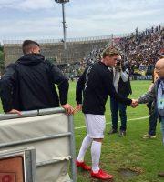 Il Presidente Bellini a bordo campo saluta Rosseti (foto Ascoli Picchio)