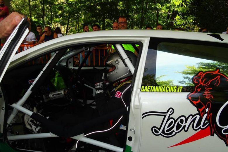 Riccardo Tanzi, a bordo della sua Honda a Popoli (foto Osvaldo De Carolis)