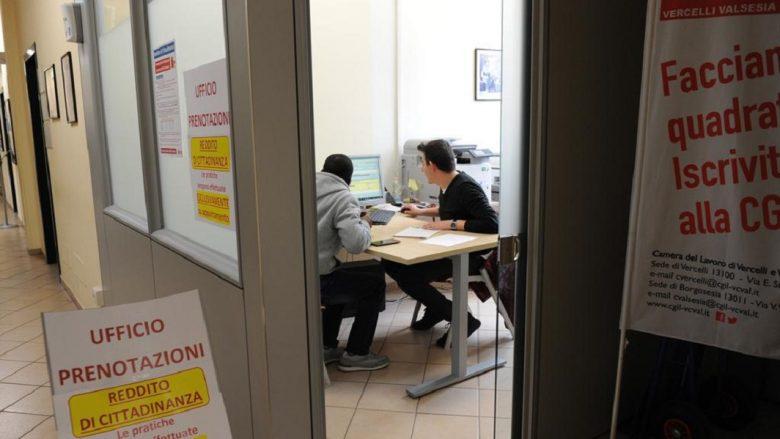 Reddito di cittadinanza, nessuna coda a Milano in Posta e ai Caf
